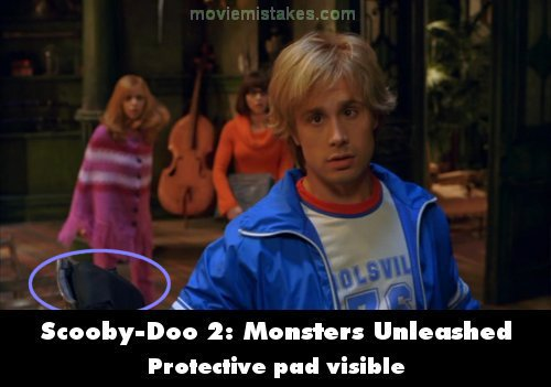 scoobydoo 2 monsters unleashed 2004 movie mistake